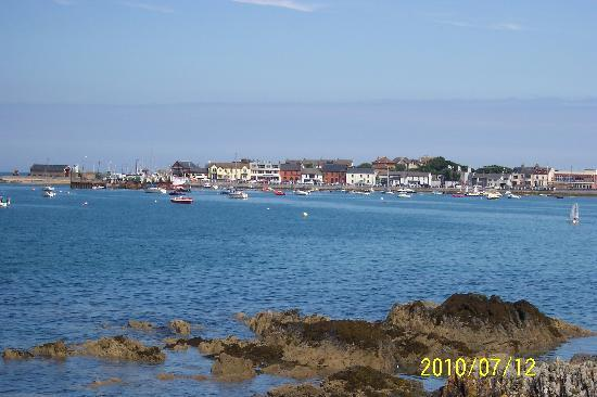 The White Cottages: Skerries Harbour view from the patio