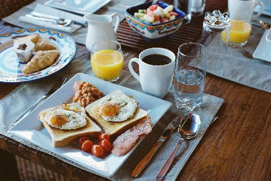 Barefoot Bungalows: Breakie