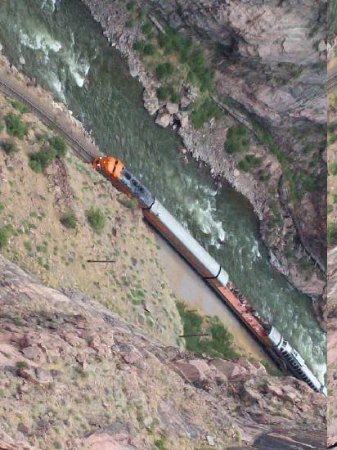 Royal Gorge Bridge and Park : Beneath the bridge is the Arkansas River and the Union Pacific RR