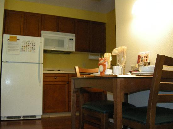Residence Inn Houston-West University: Kitchen