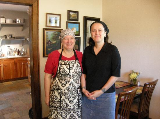 Sanctuary Guest House & Tearoom: Hope and Dierdre - owners and amazing hosts at the Sanctuary Guest House