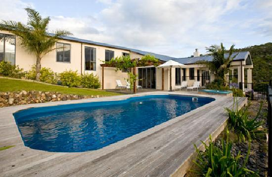 Owhanake Bay Estate: Pool and Spa for guest use
