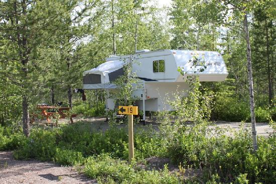MamaYeh RV Park & Campground: Guest visiting RV Park