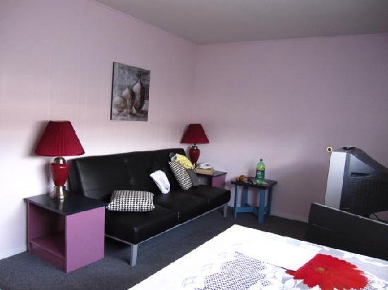 Pass Motor Inn : Living Space