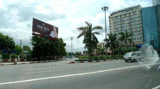 Yangon International Hotel : Hotel Facade