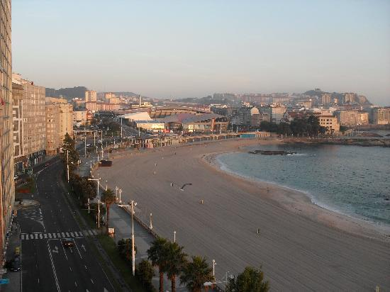 Hotel Riazor Coruna: Riazor Beach  (View 1 from my window)