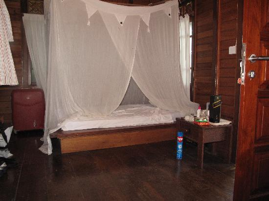 Living Colours Dive Resort: Inside one of the cabins