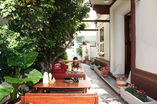 Anastasia Hotel : pergola colazione