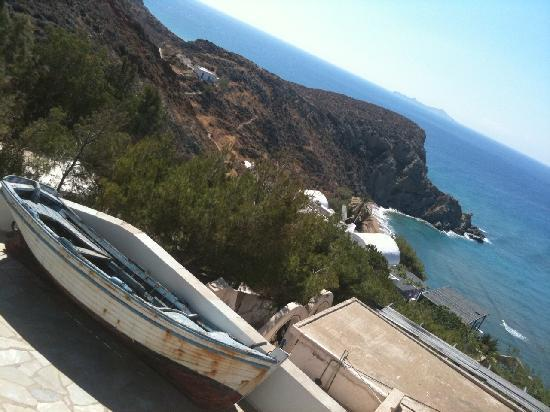 Apollon Village Hotel: View down to the beach