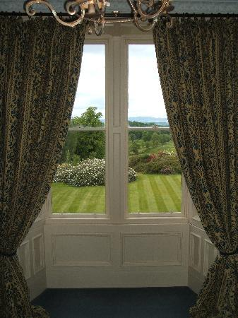 Ballochneck Country House: The view from the Yellow Room