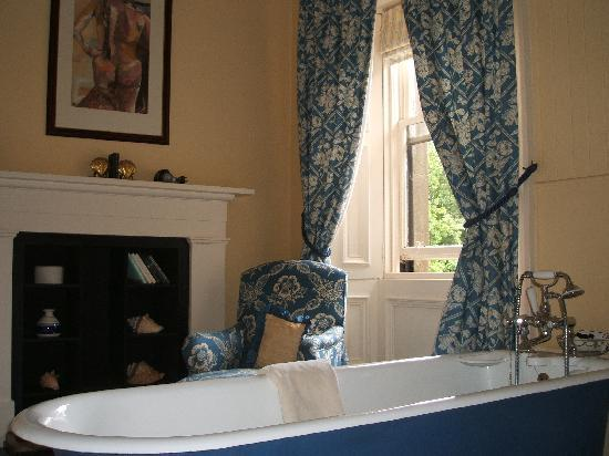 Ballochneck Country House: The bathroom