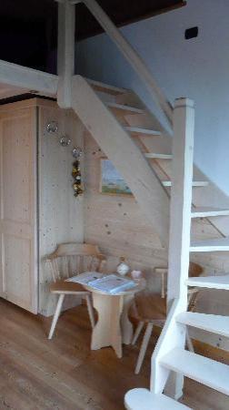 Chambre avec mezzanine - Picture of Villa Tres Jolie, Trezzone ...