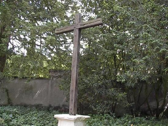St. Sindulphe : cross outside