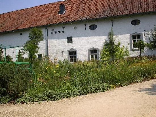 Mondo Verde: Monet garden (now closed up)