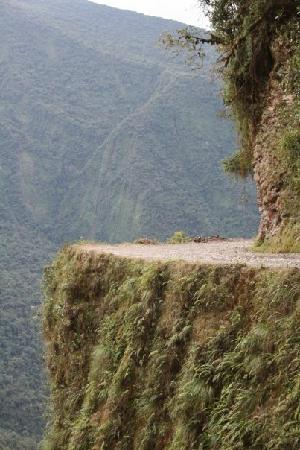 Боливия: Cycling the world's most dangerous road