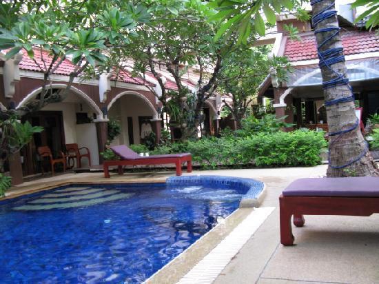 Patong Premier Resort: pool