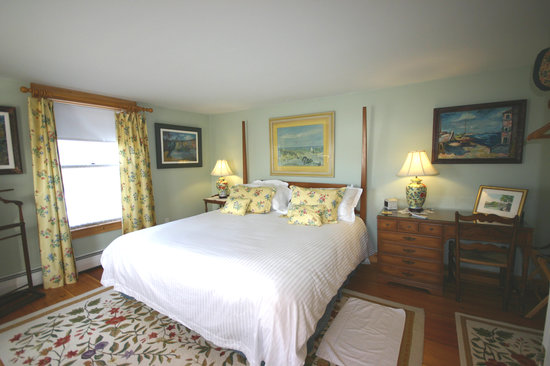 ‪‪Highland Lake Inn Bed and Breakfast‬: The James, King size bed room‬
