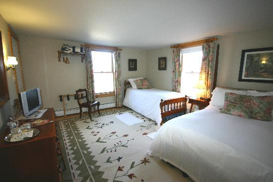 Highland Lake Inn Bed and Breakfast: The Blake, Family Bedroom, Full size and twin Size