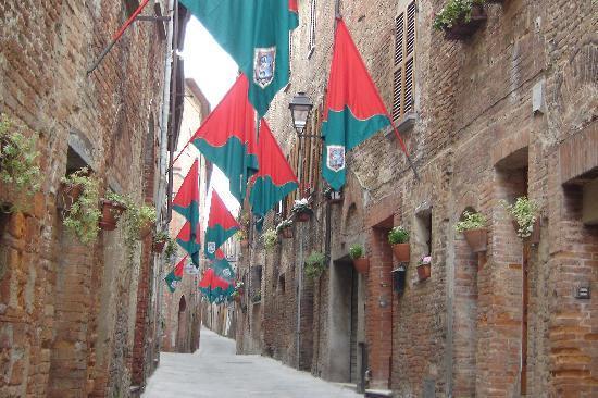 Antica Dimora Le Contrade: Eight Contradas festival with flags.