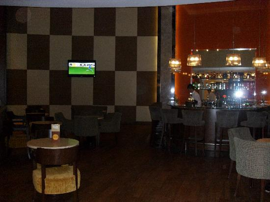 Sensimar Side Resort and Spa: Sports Bar