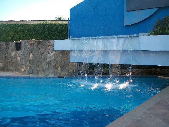 Monte Pascoal Praia Hotel : Pinscina c/ cascata