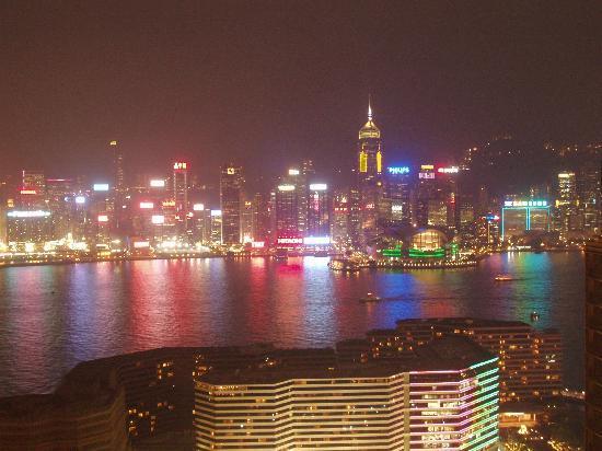 Hotel Panorama by Rhombus : Nachtaussicht von Dachterasse Rtg. Hongkong Island