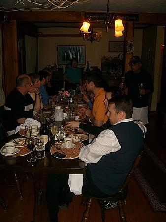 Casa Bella Inn & Restaurant: everyone stuffed in the cozy dining room