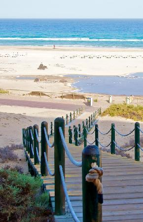 Iberostar Fuerteventura Palace : Wooden path down to the beach