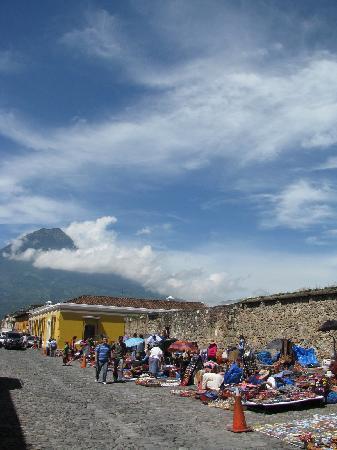 Palacio de Doña Leonor: The weekend market around the corner