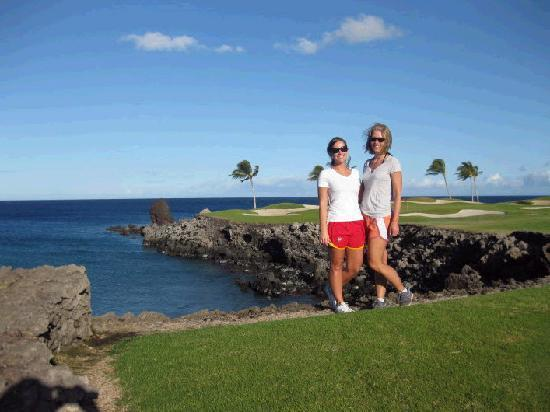 The Islands at Mauna Lani: Walking along the golf course at Mauna Lani