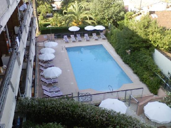 Appart'City Confort Cannes Le Cannet : La piscina dell'hotel