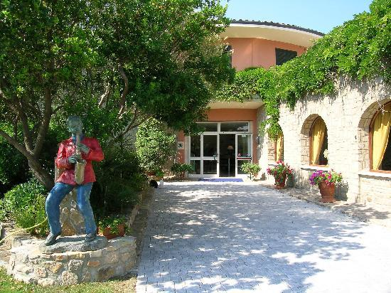 Talamone, Italia: Entrance to the Hotel