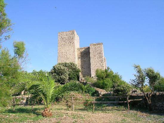 Hotel Capo d'Uomo: Talamone castle