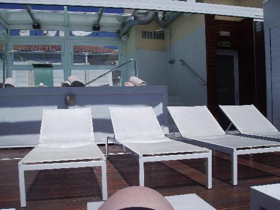 Villa Venecia Hotel Boutique: tumbonas en la sun terraze