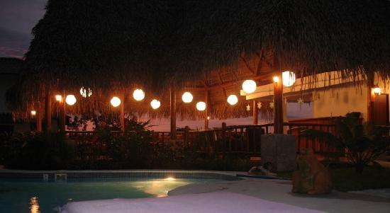 Lodge Las Ranas : Restaurant & pool