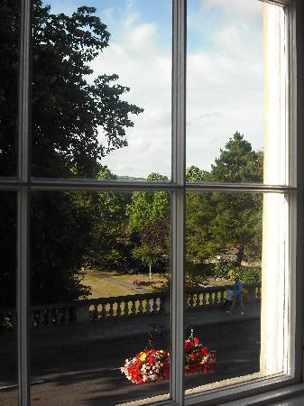 พาเหรด พาร์คทาวน์เฮ้าส์ เบด แอนด์ เบรคฟาสท์: View through the window