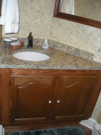 The Sylvan Inn Bed & Breakfast: private bathroom