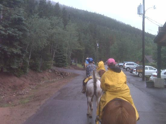 Peaceful Valley Resort and Conference Center: Trail ride, leaving ranch