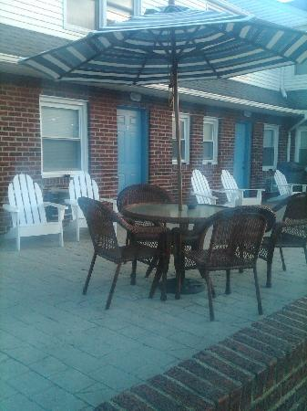 Point Pleasant Beach, Nueva Jersey: The front of our room were we talked and enjoyd our weekend by the pool
