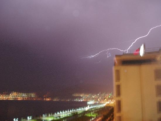 Hotel Izmir Palas: Gewitter in Izmir vom Hotel aus gesehen