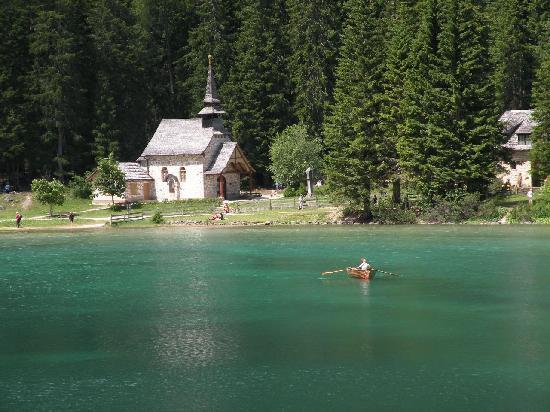 Hotel Lago Di Braies Con Piscina