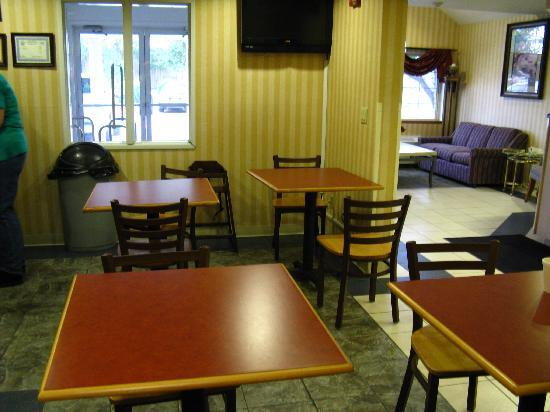Microtel Inn & Suites by Wyndham Sioux Falls: Breakfast Room