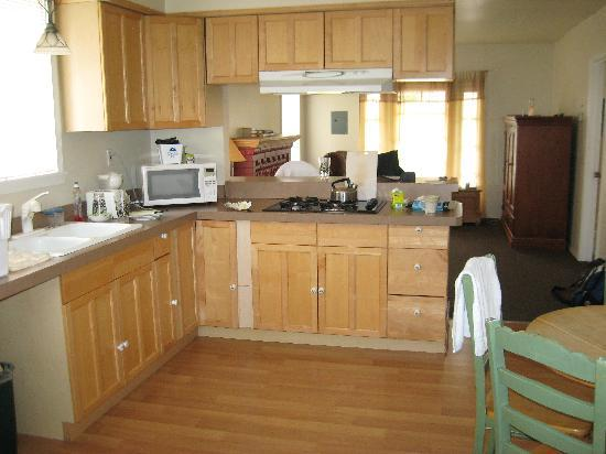 Americas Best Value Inn: Large, updated kitchen with full gas stove