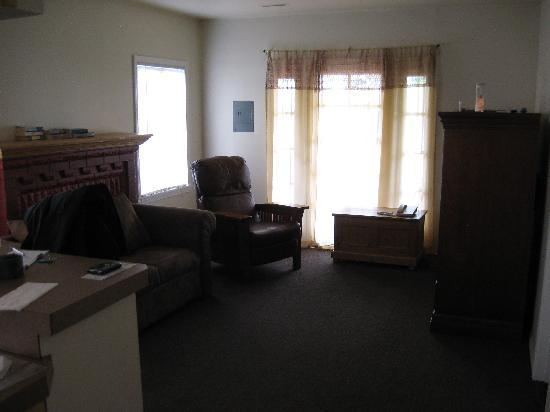 Americas Best Value Inn: Living room