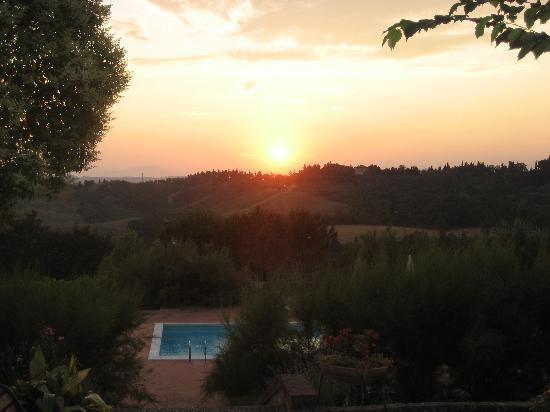 Castelfiorentino, Italia: sunset from dinner at the 'farm'