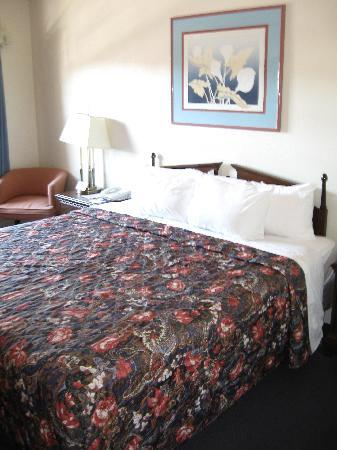 Sonora, CA: Queen Bed