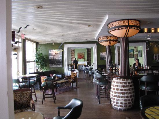 The Marshall House: attached restaurant