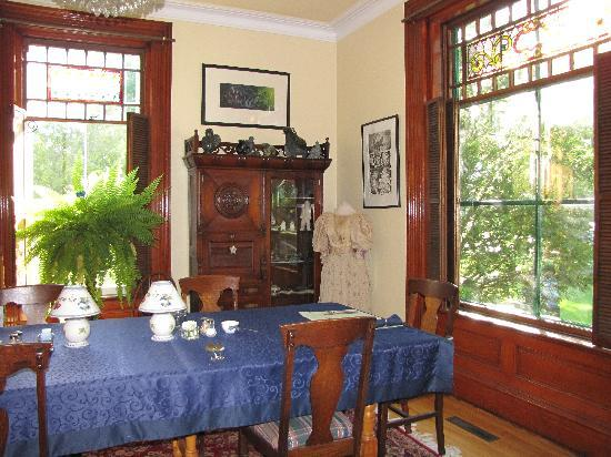 The Regent Bed & Breakfast: dining room