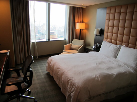 The Landis Taichung: room