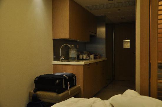 mini kitchen.. - Picture of Royal View Hotel, Hong Kong - TripAdvisor
